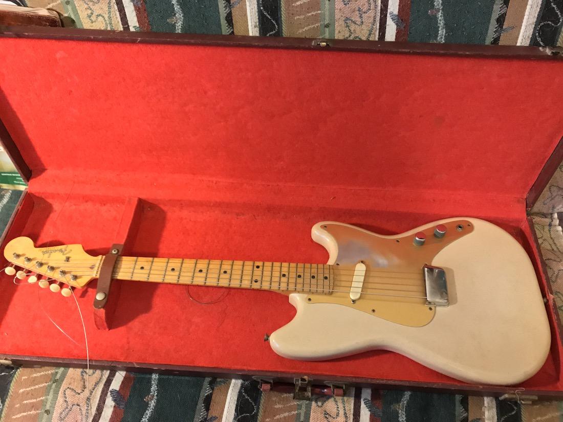 Fender-Musicmaster-crop.jpg